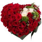 aranjament-floral-inima-din-trandafiri-5d09104eaf73a (1)