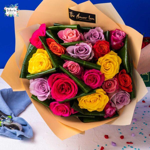Buchet cu 19 Trandafiri Multicolori Premium