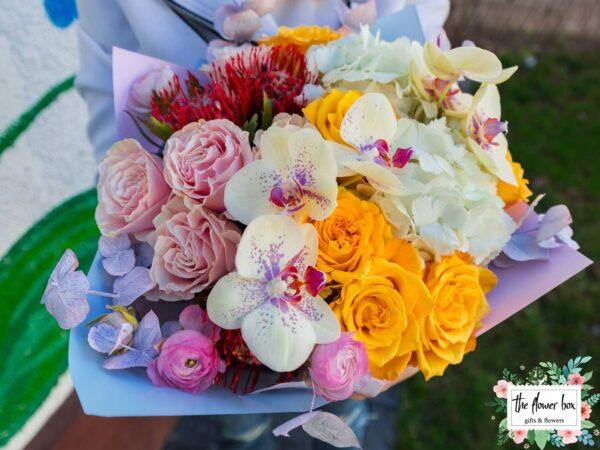 Buchet cu Trandafiri si Orhidee Te ador