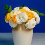 Buchet cu ranunculus Bicolor + Vaza Gold