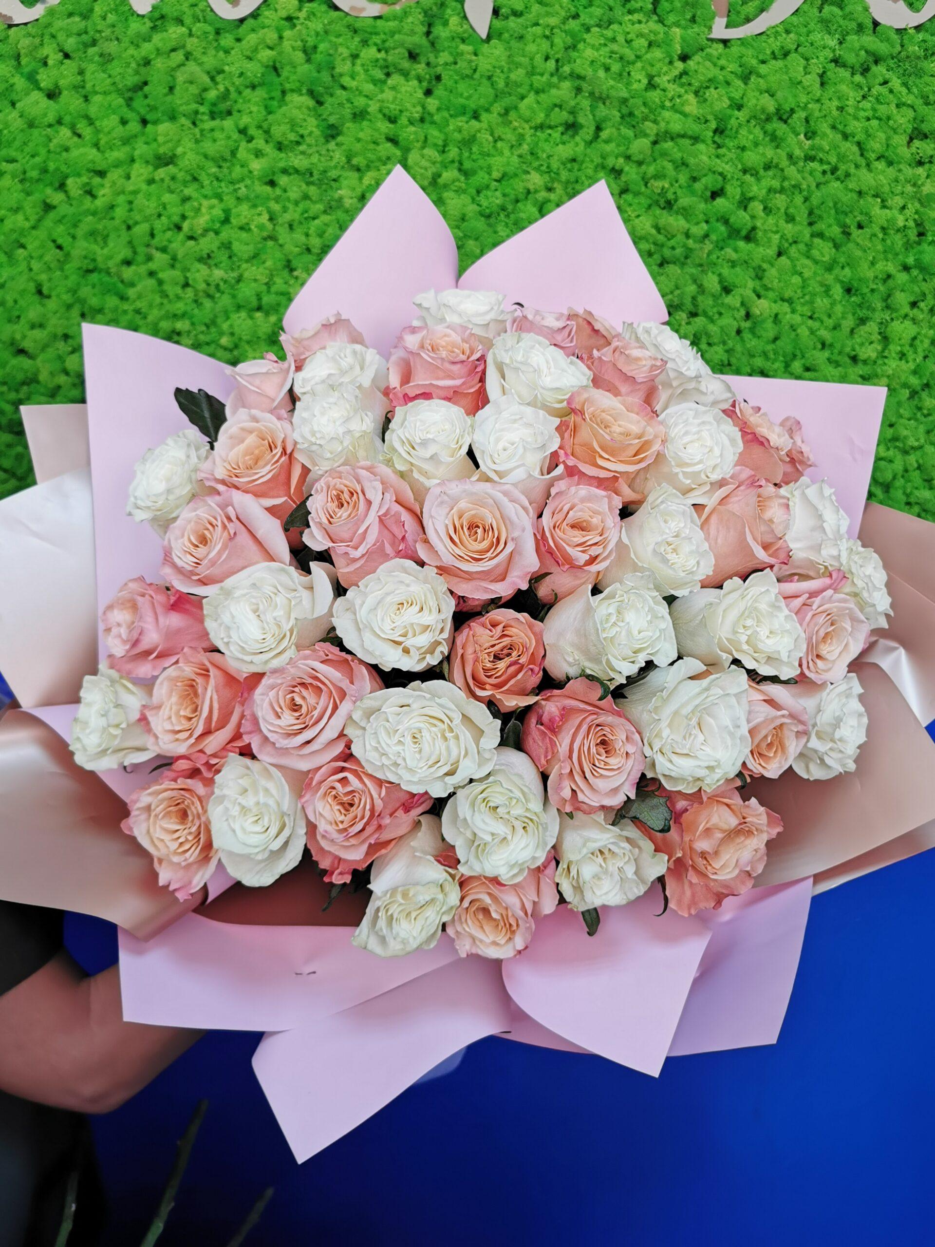 Buchet cu 51 Trandafiri Premium Duo